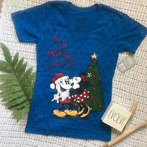 NWT | Disney | Christmas V Neck